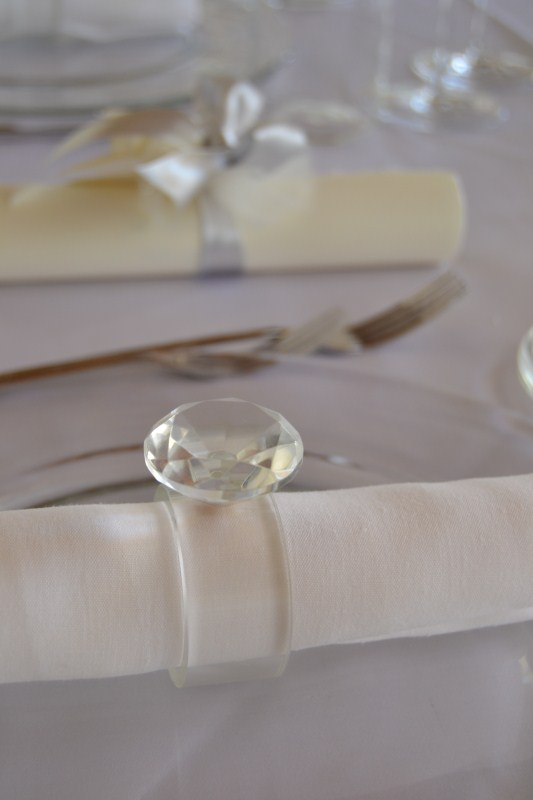 allestimento tavoli con diamante - matrimonio total white in aranciera